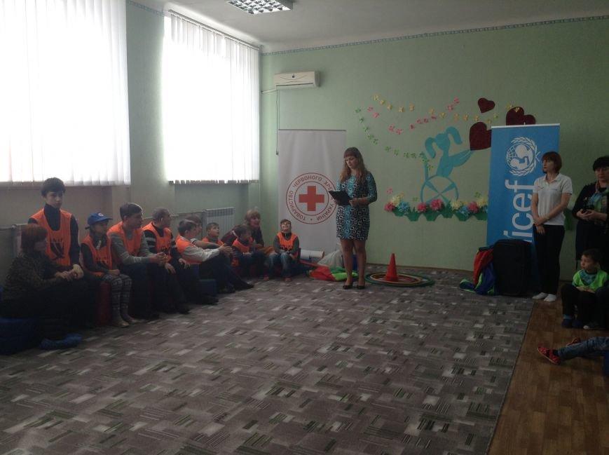 В Покровске детям с ограниченными возможностями подарили настоящий праздник, фото-1