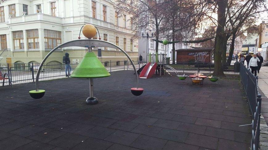 Где играют дети в Мариуполе и странах Европы (ФОТО), фото-19
