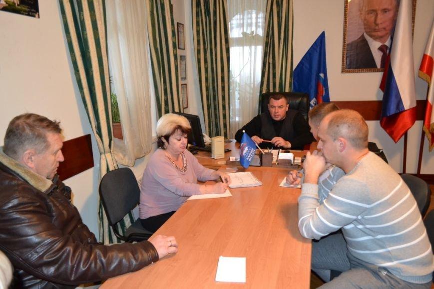 Юбилей партии «Единая Россия» в Алупке и Кореизе отметили приемом граждан, фото-1
