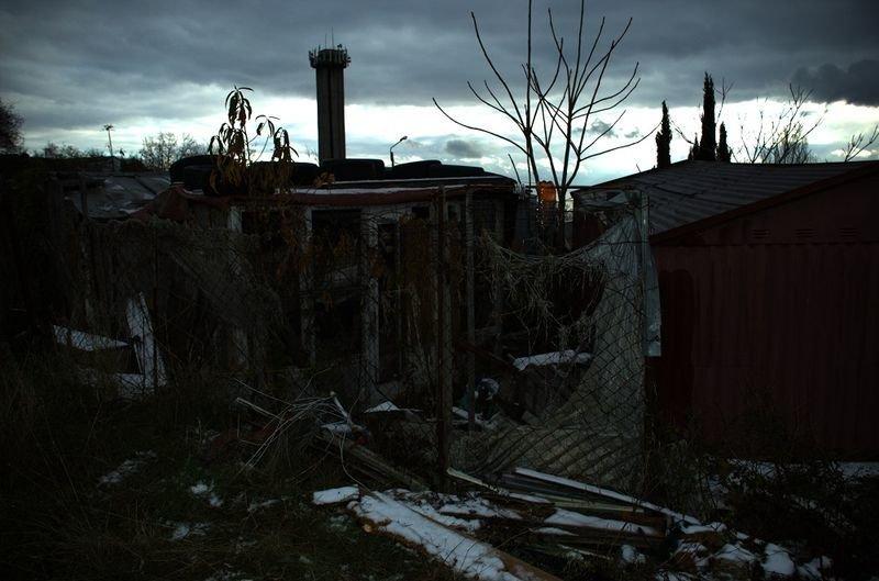 Муниципальные службы Ялты приступили к сносу незаконных гаражей на участке, отведенном под новую школу, фото-1