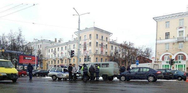 Пять автомобилей, в том числе милиции и медпомощи, столкнулись в Витебске. ФОТО, фото-2