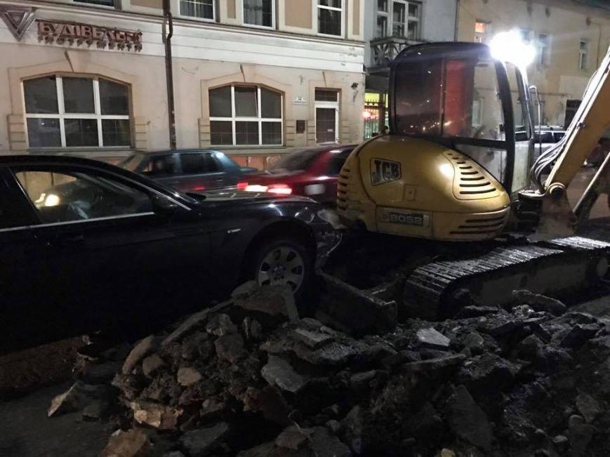 "ДТП в Ужгороді - п'яний доцент на ""БМВ"" врізався в екскаватор: фото, фото-11"