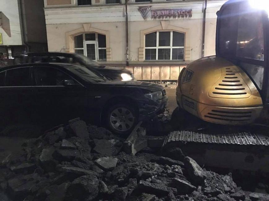 "ДТП в Ужгороді - п'яний доцент на ""БМВ"" врізався в екскаватор: фото, фото-8"