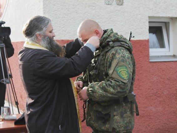 Четверо закарпатських кінологів поїхали захищати Україну в зону АТО: фото, фото-8