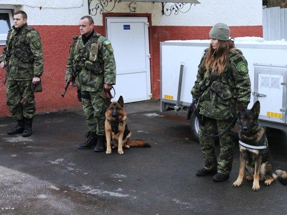 Четверо закарпатських кінологів поїхали захищати Україну в зону АТО: фото, фото-1