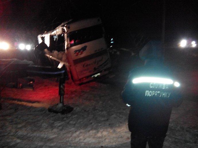 На криворожской трассе перевернулся автобус с 35 детьми (ФОТО), фото-2