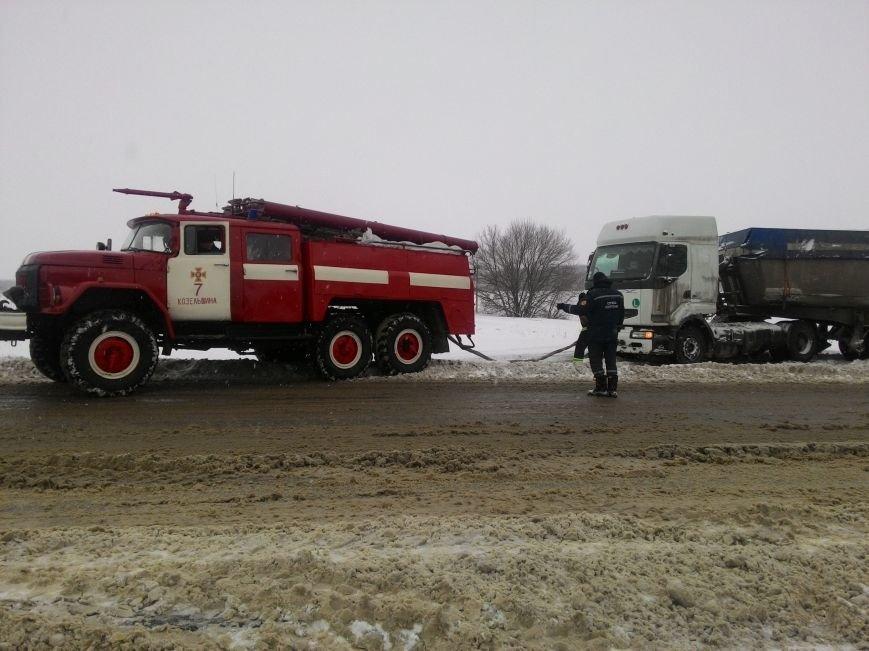 В Полтавской области продолжается борьба со снегом: спасатели помогли 221 автомобилю (ФОТО), фото-1