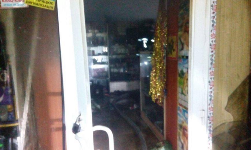 Ночной пожар в Днепре: горела парикмахерская (ФОТО), фото-1