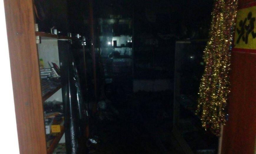 Ночной пожар в Днепре: горела парикмахерская (ФОТО), фото-2