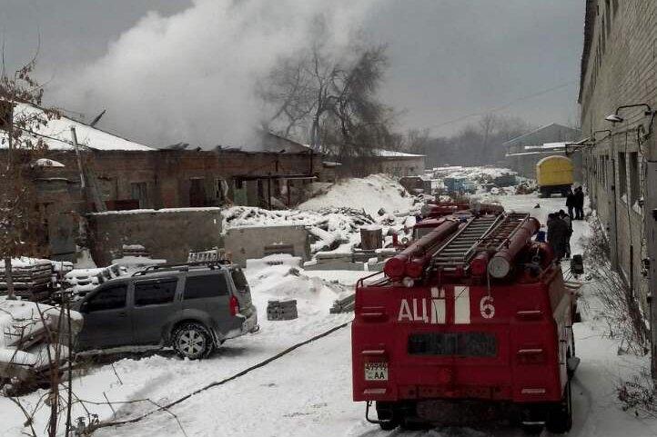 В Каменском горел склад на проспекте Аношкина, фото-4
