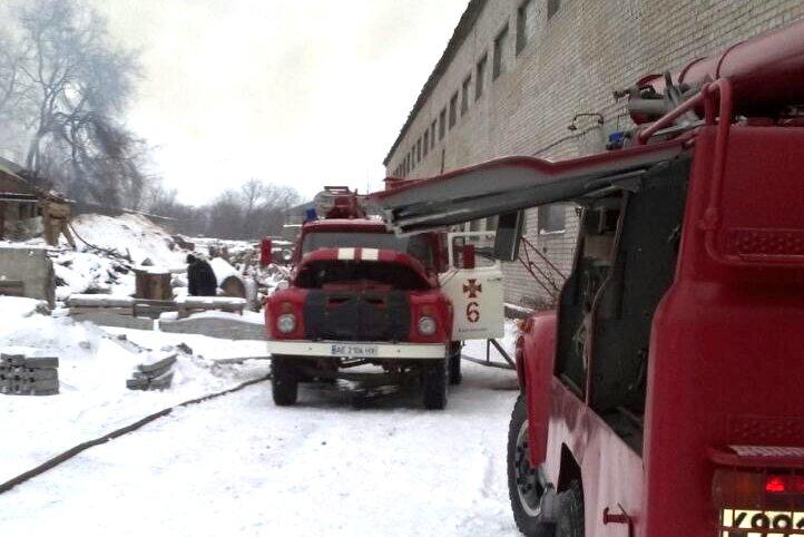 В Каменском горел склад на проспекте Аношкина, фото-2