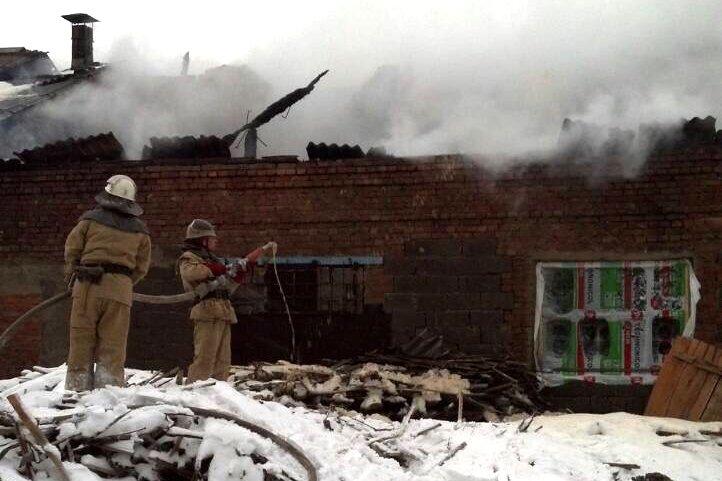 В Каменском горел склад на проспекте Аношкина, фото-3