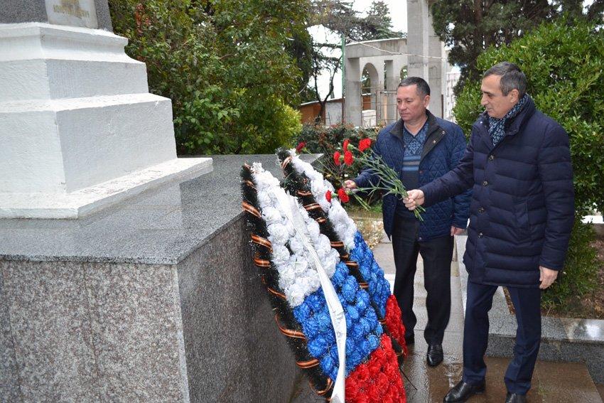 В Алупке и Кореизе почтили память о безымянном солдате, фото-1