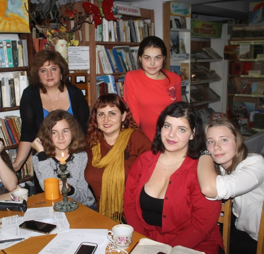 Шекспировский вечер при свечах для юных литераторов прошел в Ялтинской библиотеке, фото-1