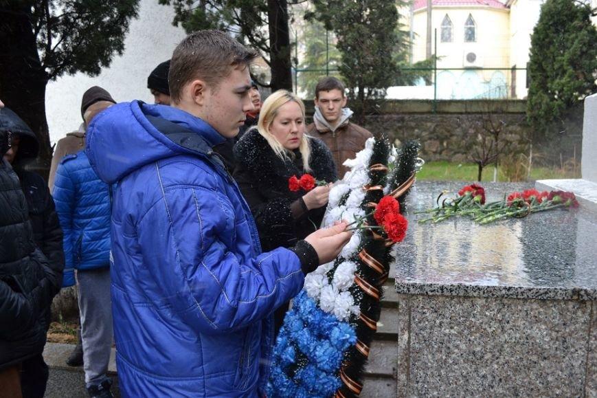 В Гаспре отдали дань уважения и памяти погибшим героям в День Неизвестного солдата, фото-3