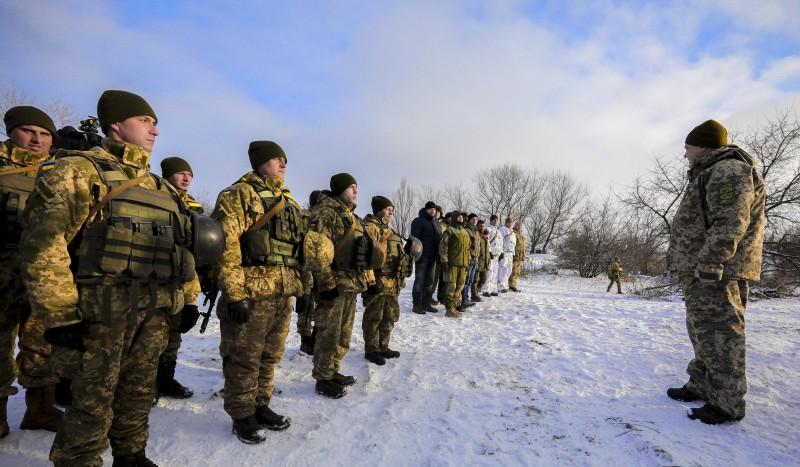 Порошенко встретился с воинами АТО на передовой под Горловкой (ФОТО, ВИДЕО), фото-1