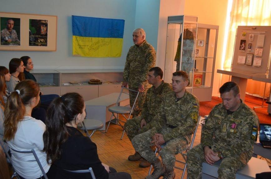 """В Мелитополе показали фильм о """"сильнейшей армии в Европе"""" (фото), фото-5"""
