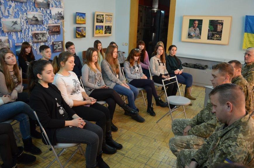 """В Мелитополе показали фильм о """"сильнейшей армии в Европе"""" (фото), фото-6"""