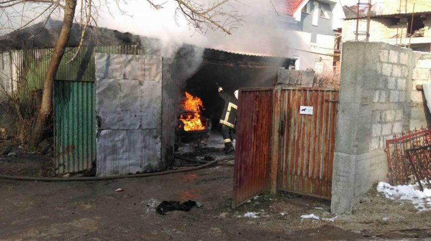 Офіційно про вибух у центрі Ужгорода, внаслідок якого постраждав чоловік: фото, фото-2