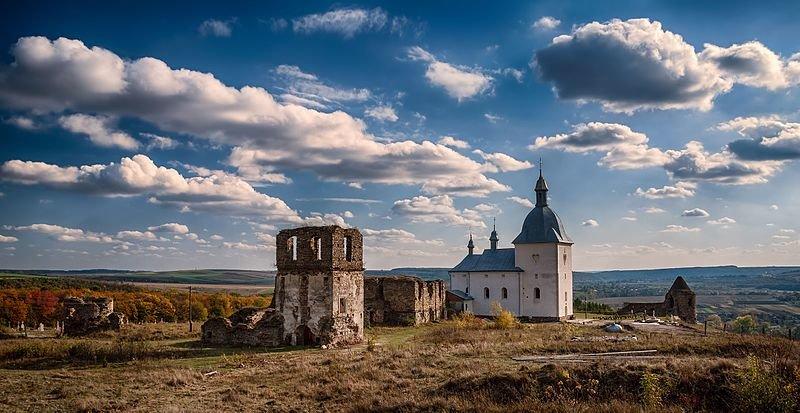 Підгорянський василіанський монастир, Теребовля (Тернопільська область). Авторка фото — Катерина Байдужа, вільна ліцензія CC BY-SA 4.0