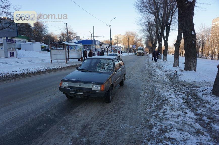 В ДТП на проспекте Аношкина в Каменском пострадала женщина-пешеход, фото-2