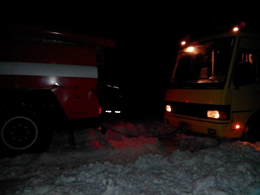 В Бахмутском районе школьный автобус попал в снежный занос, фото-1