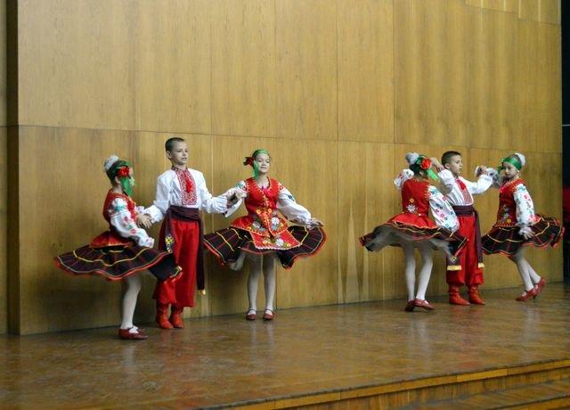 В Доброполье состоялся праздничный концерт ко Дню Вооруженных Сил Украины, фото-1