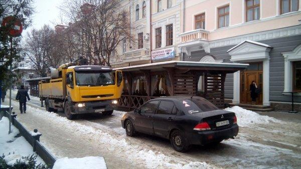 Жінка за кермом перегородила виїзд із центральної площі Тернополя (фото), фото-1