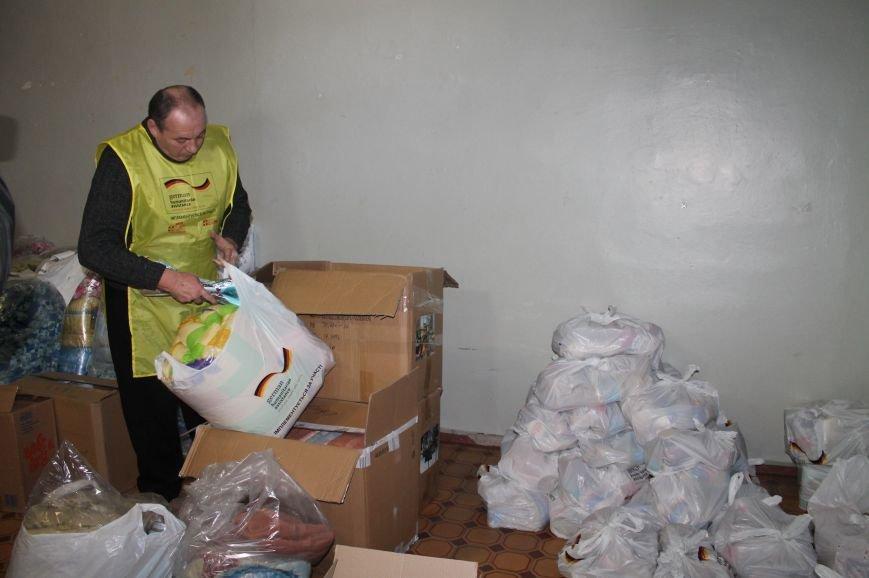 Сегодня уязвимые категории населения Бахмута получили гуманитарную помощь, фото-1