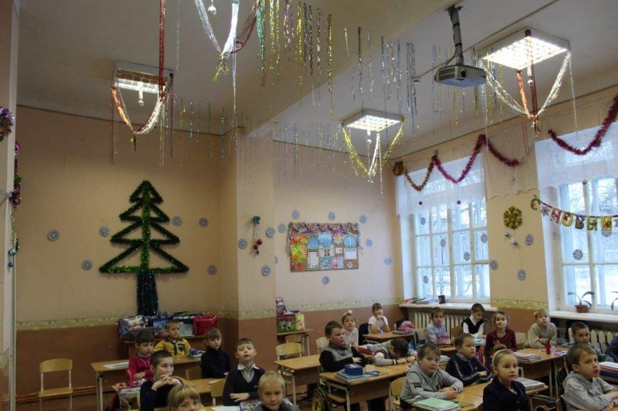 Новошахтинские школы уже украшены по-новогоднему, фото-1