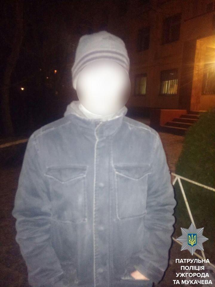 Патрульні поліцейські по гарячих слідах затримали чоловіка, який не розрахувався з таксистом та погрожував йому ножем: фото, фото-1