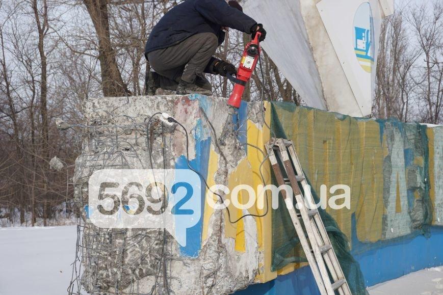 """На въезде в Каменское со стороны Днепра начался демонтаж надписи """"Днепродзержинск"""", фото-3"""