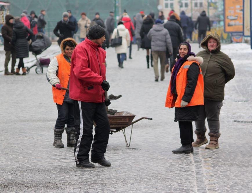 Як ужгородці ковзалися непосипаними тротуарами: фоторепортаж, фото-1
