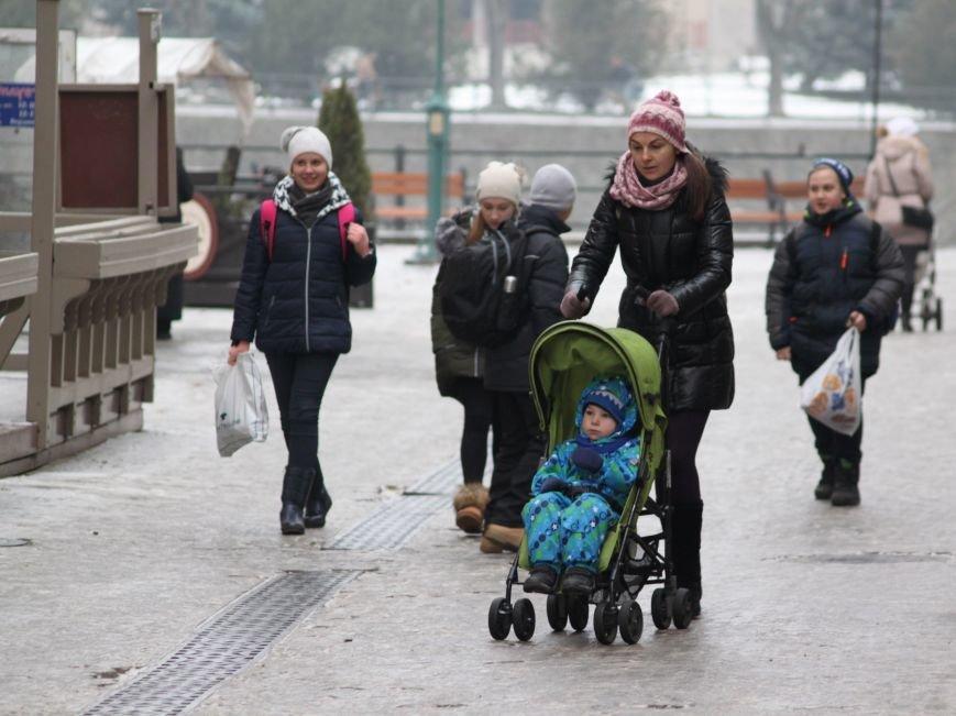 Як ужгородці ковзалися непосипаними тротуарами: фоторепортаж, фото-14