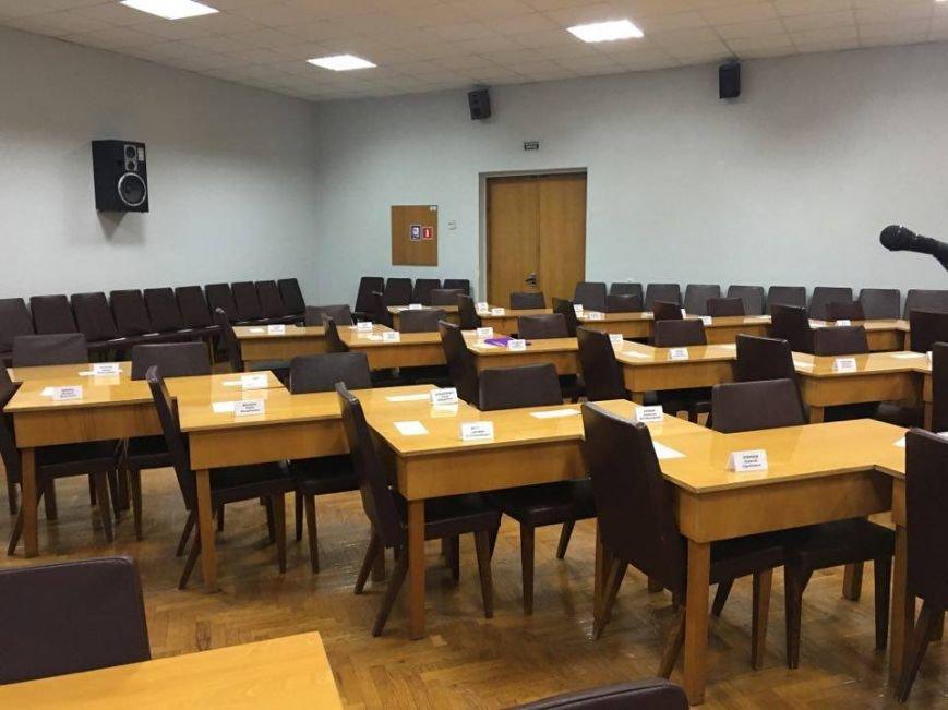 Сессия Криворожского горсовета по петициям проходит вне сессионного зала и без трансляции (ФОТО), фото-1