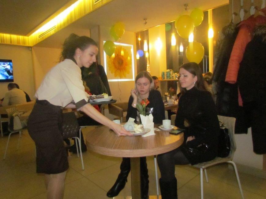 """В Мариуполе кафе """"Хлеб дю Солей"""" отпраздновало 4-летие (ФОТО), фото-1"""