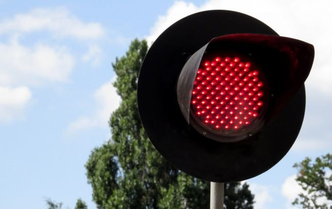 """В Ужгороді патрульні забрали права у водія """"Жигулів"""", який проїхав переїзд на червоне світло, фото-1"""