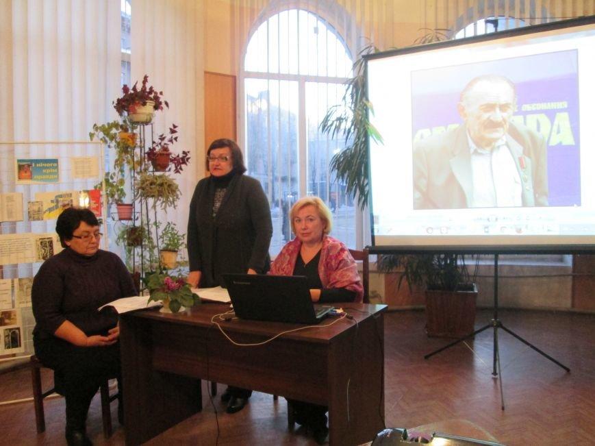 В Каменском почтили память поэта-диссидента Владимира Сиренко, фото-4