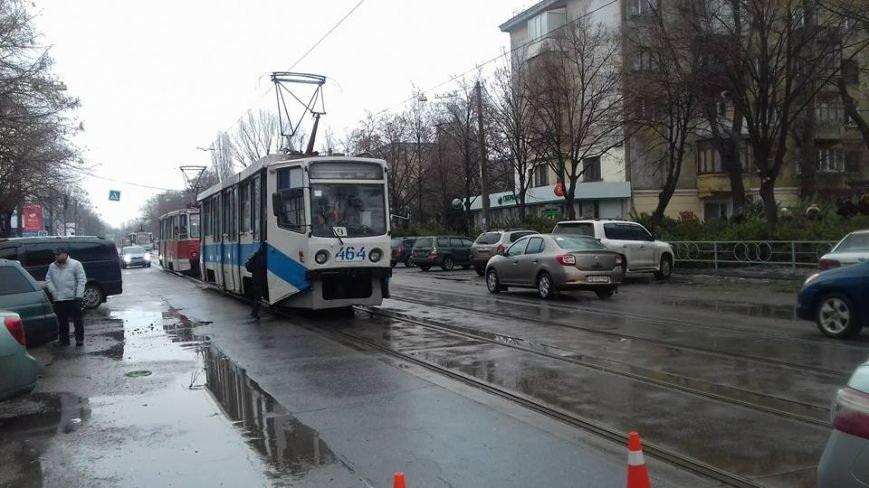 Две автоледи заблокировали проезд трамваев на улице Соборности в Кривом Роге (ФОТО), фото-3
