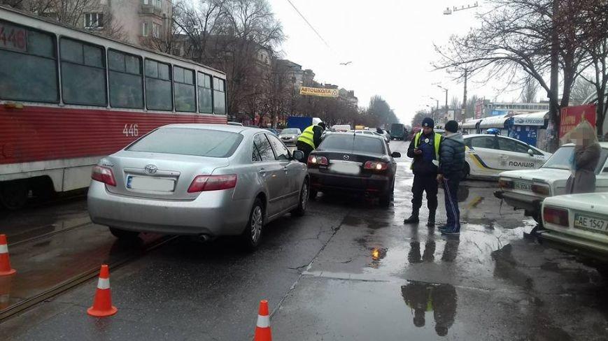 Две автоледи заблокировали проезд трамваев на улице Соборности в Кривом Роге (ФОТО), фото-10