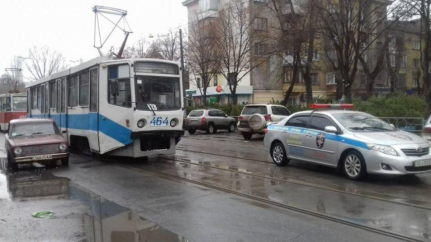 Две автоледи заблокировали проезд трамваев на улице Соборности в Кривом Роге (ФОТО), фото-6