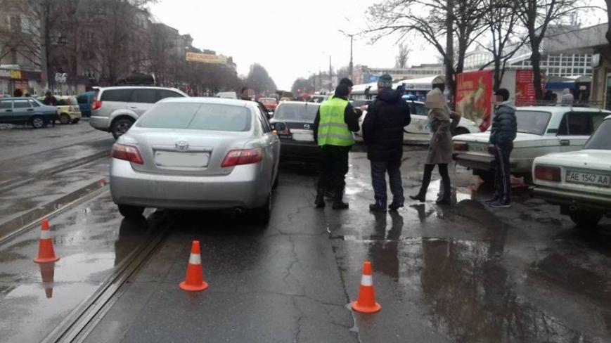 Две автоледи заблокировали проезд трамваев на улице Соборности в Кривом Роге (ФОТО), фото-14