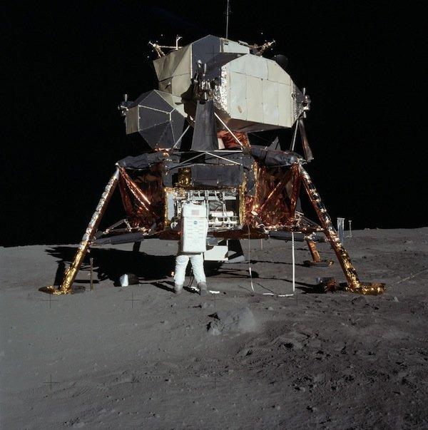 b23882a-11-moon-seismometr