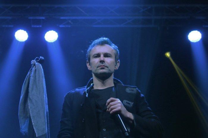 «Вы же в спортзал пришли – не жалейте рук!». Несколько тысяч зрителей создавали витебское «море» на концерте «Океан Ельзи», фото-6