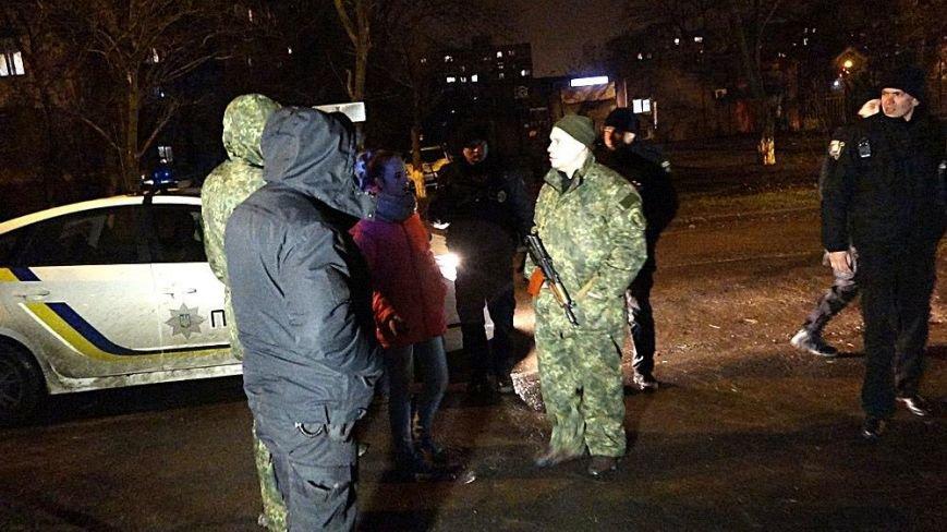 В Мариуполе на МКР 17 выясняли, кто избил парня (Фотофакт), фото-6