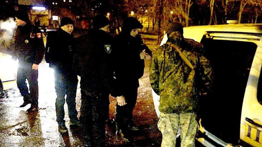 В Мариуполе на МКР 17 выясняли, кто избил парня (Фотофакт), фото-1