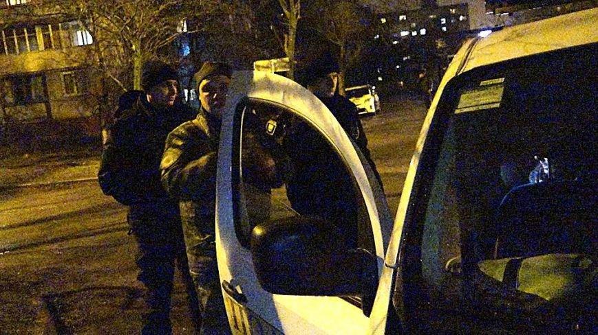 В Мариуполе на МКР 17 выясняли, кто избил парня (Фотофакт), фото-3
