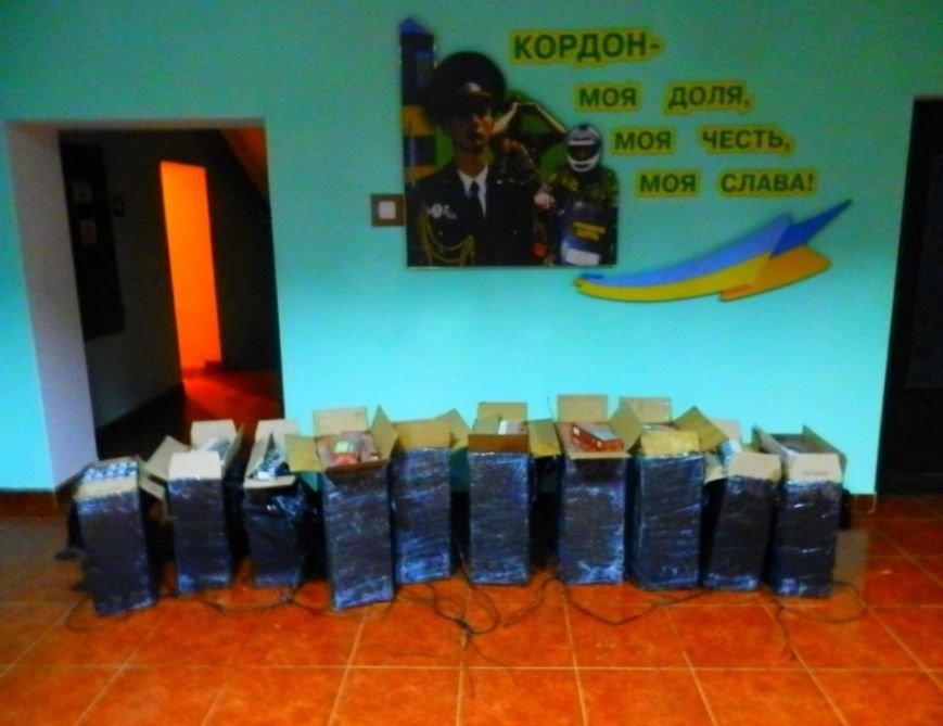 """На закарпатському кордоні затримали двох """"водолазів"""" і 5 тисяч пачок цигарок: фото, фото-2"""
