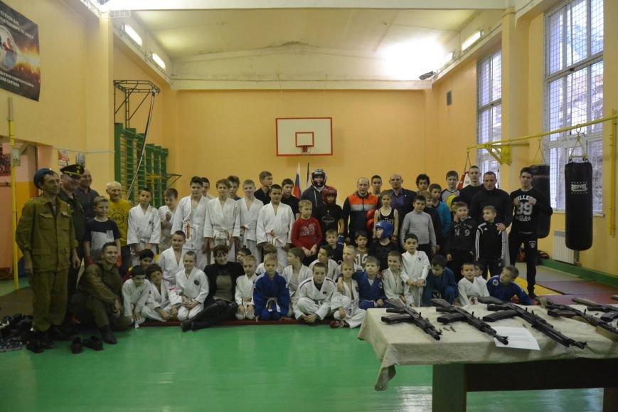 В ялтинском МКУ «ДЮЦ по физкультуре и спорту» отметили День Героев Отечества, фото-2