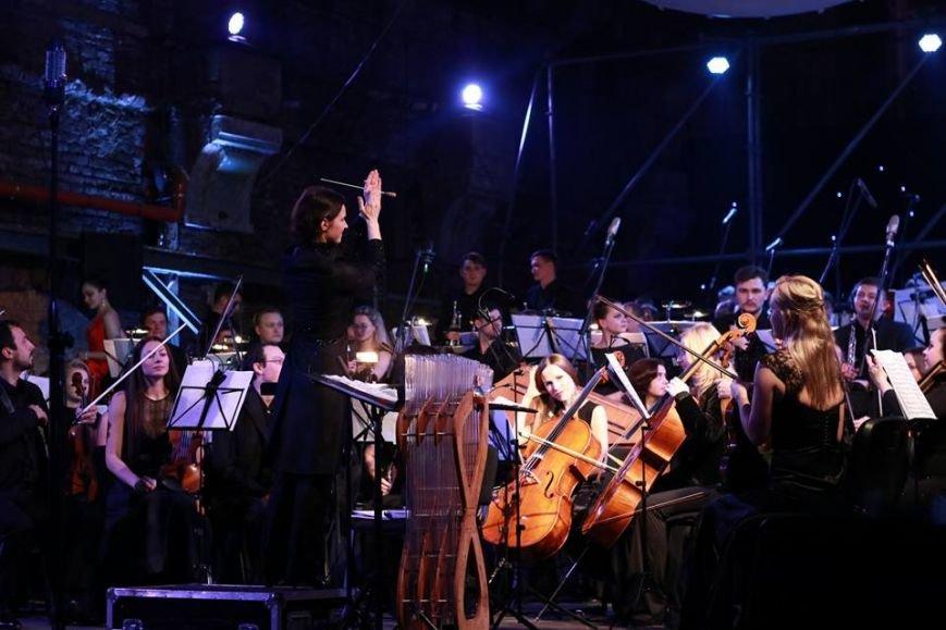 У приміщенні старого трамвайного депо влаштували концерт: як це було (ФОТО+ВІДЕО), фото-1